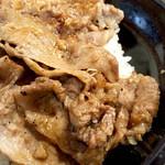 56223606 - 甘いタレで焼き上げられた牛肉