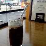 56223764 - 外の景色をバックに、コーヒーフロートを撮影。