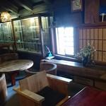 一茶寮 - すべて木製家具です