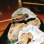 鉄板酒場 犇屋 - 牡蠣、こぶりん…