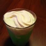 カラオケ まねきねこ - ドリンク写真:自作ソフトクリームフロート