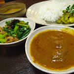 ネパール家庭料理 ホワイトヒマラヤ -