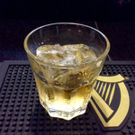 ヌワラカデ - ウイスキー「アラック」、400円/杯。飲みやすく、お代わりした。