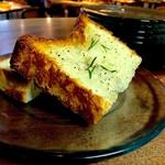 ブロカント - ホエーとななつぼしを入れて焼いたパン。