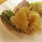 Kantonryourifu - 冷菜盛合せ:クラゲ頭、小魚の南蛮漬、鴨肉冷製、蒸鶏ネギソース