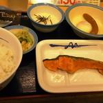 松屋 - ―2016.9.12― 焼鮭定食 とろろ450円+ソーセージ半熟玉子110円
