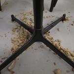 56242297 - 落花生の殻はそのまま床に捨てるシステム