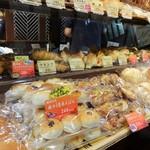 小麦と酵母 濱田家 - 店内の様子(16-09)