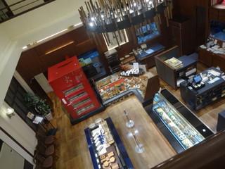 五感 北浜本館 - 2Fの回廊から見た1F店舗