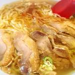 中華そば 嘉一 - 歯応えが美味さの秘訣の鶏チャーシュー!