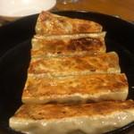 刀削麺 西安飯荘 - ジュージュー鉄鍋餃子 実にいいネーミング