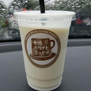 十勝トテッポ工房 - ドリンク写真:ホワイトコーヒー 310円