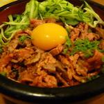 ダイニング ハル - ローストビーフのゆっけ丼(900円)