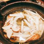 日本料理 太月 - この松茸の量 蓋を開けるとと薫りが立ち上る 2016-9