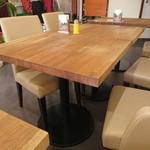 ナマステインドネパール料理 - テーブル席
