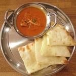 ナマステインドネパール料理 - 「1種カレーセット」のマトンカレー(中辛)とチーズナン