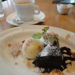 Yocco's Cafe - コーヒー+ブラウニー