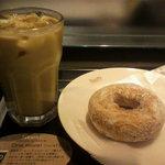 タリーズコーヒー - アイスラテ、乳酸菌ドーナツ