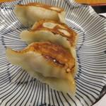 ぎょうざ工房 - 焼き餃子:醤油(チーズ、ニンニク)、味噌(葱)2
