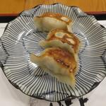 ぎょうざ工房 - 焼き餃子:醤油(チーズ、ニンニク)、味噌(葱)1