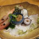 ぎょうざ工房 - 北海刺身盛合せ:水蛸、海老、烏賊のゴロ(肝)2