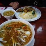 弘華飯店 - チャップチャーハンと 四川醤麺