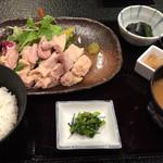 56254851 - 鶏の塩麹蒸して ¥1560                       ご飯と味噌汁はお代わり可。