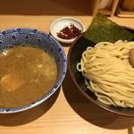舎鈴 - 赤辛つけめん(並)+味玉(税込830円)