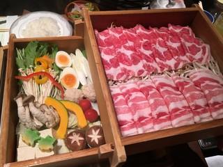 華蓮 鹿児島店 - 2段せいろ蒸し<黒豚と野菜>