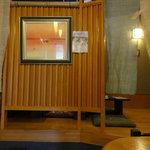 天神坂 酒亭 和らび - 小上がりは3席あります。4人席×1卓、2人席×2卓