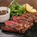 56260027 - 「牛ハラミ肉の塊肉焼き パペットステーキ150g 黒胡椒ソース」