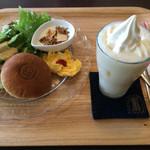 カフェ イロハ - 御陵サンドセット!