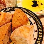 ボヌール - お通しのパン