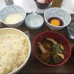すき家  - 玉子かけ御飯朝食セット220円に山かけ120円。