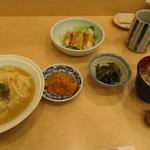 """割烹 小川 - """"ゆばあんかけ丼と蒸し鶏のサラダ""""セット ¥1,000"""