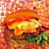 ケープコッド・クックオフ - 料理写真:ベーコン&ビーフパティのココアブレッドバーガー