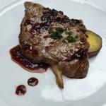 56269523 - ○牛ロース肉の網焼きとさつまいもと茸のフリット 赤ワインソース