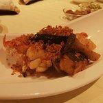 5627300 - オマール海老とホタテ貝の金の砂炒め