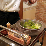 56270932 - セットのサラダは目の前で調理を実演してくれます by イケメン