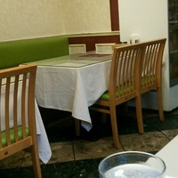 アダルサ-白と緑を貴重としてスッキリした店内に変わりましたね!