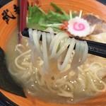 武者麺 SEA - 海老塩白湯ラーメン(750円)麺リフト