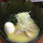 鳥虜 - やや黄味がかった鶏エキススープ