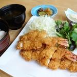 漣 - 2016年7月 海老フライ定食【2484円税込み】夜なので当然大海老フライは売り切れ。