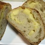 ベーカリーハウス マイ - チーズフランスはチーズがぎっしり
