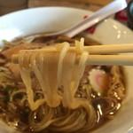 いっぱいいっぱい - 中華そば(760円)麺リフト