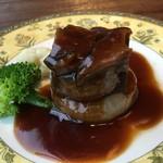 中華料理 頤和園 - 牛ほほ肉柔らか煮込み温野菜添え