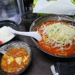 56283305 - 大辛肉味噌麺+定食_2016/09