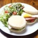 ノアズカフェ - 食べログのメニューに掲載されている写真 マフィンは2個