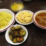 56287516 - 右から、カトゥル・ジョル(魚カレー)、ダル(豆スープ)、                       アル・ボッタ(ジャガイモ和え)、コルラ・バジ(ゴーヤ炒め)、ジーラ・ライス。