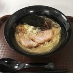 麺屋おか田 - 豚骨ラーメン750円